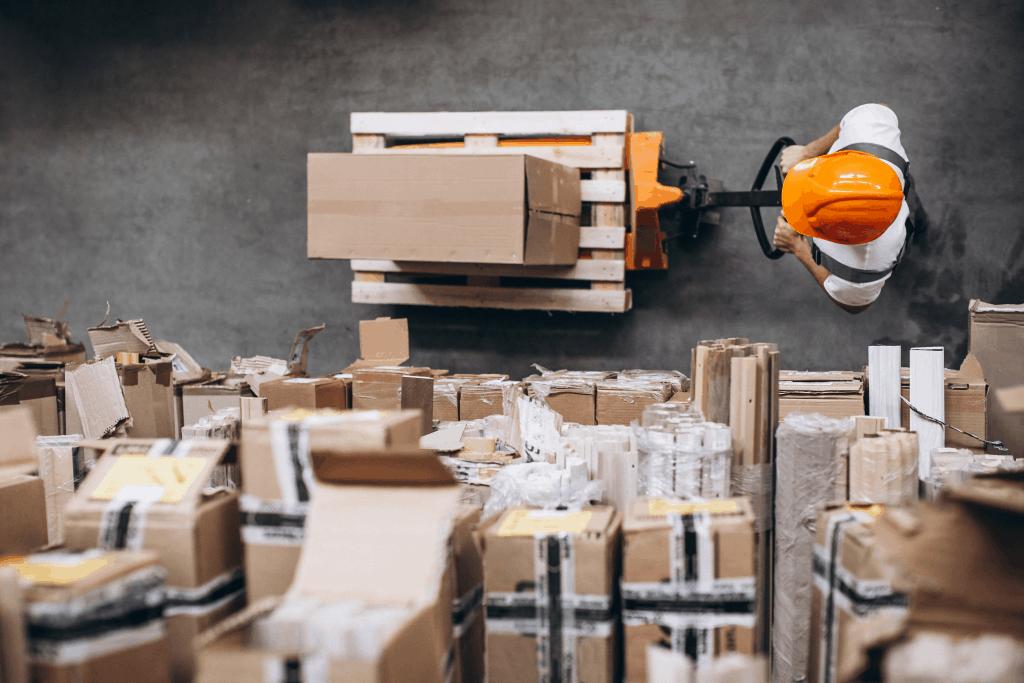 A logística é um dos principais centros de custo do varejista, e oferecer um serviço de qualidade com um custo baixo é sempre um grande desafio.
