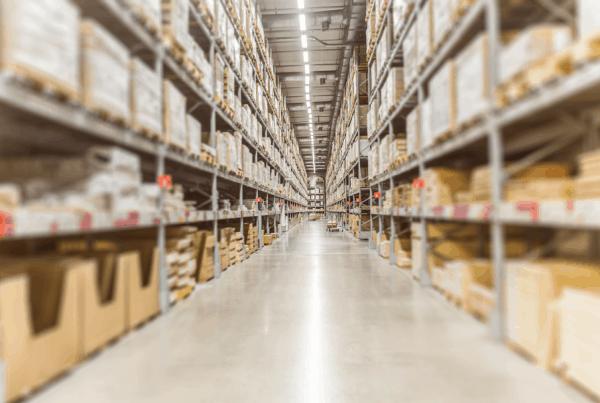 Para se manter competitivo na cadeia de suprimentos, um Centro de Distribuição precisa lidar com dois pontos básicos: organização e velocidade.